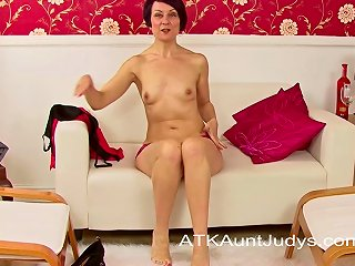 Milf Penny Brooks Spreads Her Snatch And Masturbates